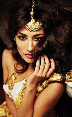 Chitrangada Singh - beautiful tikka #indian
