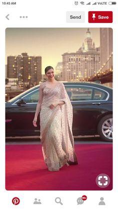 Omg that saree Deepika Padukone Saree, Sonam Kapoor, Deepika Ranveer, Saree Designs Party Wear, Saree Blouse Designs, Bollywood Designer Sarees, Bollywood Fashion, Bollywood Saree, Indian Wedding Outfits