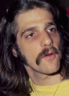 Glenn Frey, that neck and those sideburns! What a babe! Eagles Lyrics, Eagles Band, Much Music, Music Is Life, American Music Awards, American Singers, Glen Frey, Bernie Leadon, Randy Meisner
