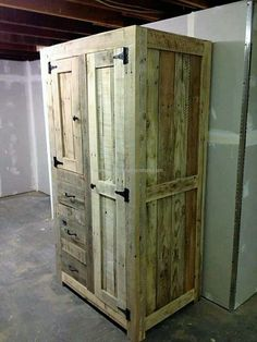 Pallet closet is very technical sort of wooden art. You need to think about certain dimensions and there are a lot of things that you need to consider before starting to make this product. These things require a lot of concern and attention for executing a beautiful product. You can follow these and make a beautiful closet.