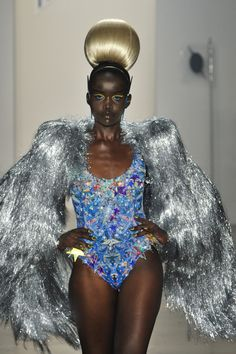 The Blonds at New York Fashion Week Spring 2014 - Livingly Couture Fashion, Diy Fashion, Runway Fashion, Fashion Show, Fashion Dresses, Fashion Design, Sparkle Outfit, Halloween Kostüm, Stage Outfits