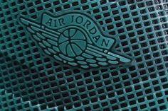 Website:sneakershoebox.net Skype :  sneakershoebox.net   Instagram :sneakershoebox_net Gmail: sneakershoeboxnet@gmail.com     Kik:sneakershoeboxnet