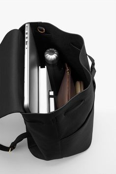 What In My Bag, What's In Your Bag, My Bags, Purses And Bags, Inside My Bag, Work Bags, Work Purse, Accesorios Casual, Study Inspiration
