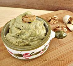 Pate de avocado cu nuci si usturoi Baby Food Recipes, Meat Recipes, Cooking Recipes, Healthy Recipes, Good Food, Yummy Food, Brunch, Mousse, Avocado Recipes