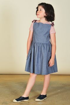 I love the style of the bodice with the satin ties and the big pockets..................Hayfield Chambray Picnic Dress