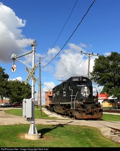 RailPictures.Net Photo: IC 6071 Illinois Central Railroad EMD SD40-2R at Monticello, Illinois by Nick Hart