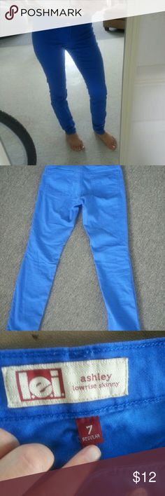 Blue skinny pants Excellent condition almost new blue skinny pants. You can dress these up or wear casual, either way they are cute as a button! These are a little bit big for me since I'm normally a size 3/4 and these say a 7 regular. After a day off wearing them they are quite lose on me. Only worn them once. lei Pants Skinny