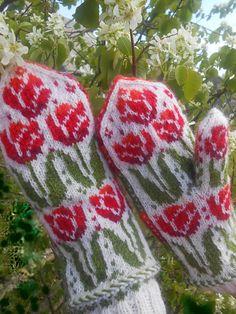 Ravelry: MASHAISL's Tulips Mittens by Natalia Moreva Knitted Mittens Pattern, Fair Isle Knitting Patterns, Knit Mittens, Knitting Charts, Knitted Gloves, Knitting Designs, Hand Knitting, Norwegian Knitting, Fingerless Mitts
