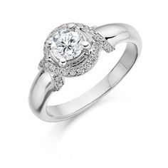 Stunning engagement ring! #engagementrings #diamondring #gold #bride #ido #jewellery #goldjewellery #diamondjewellery #engagementring
