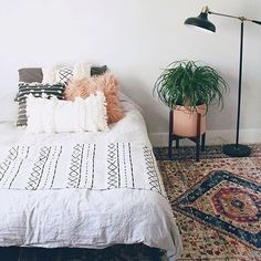 34 simple ideas on creating a stunning boho bedroom style 20 ~ Home Design Ideas Interior Design Living Room, Living Room Decor, Bedroom Decor, Wall Decor, Rustic Home Interiors, Decoration Inspiration, Decor Ideas, Decorating Ideas, White Bedroom