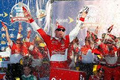 Harvick earns the win in Phoenix and a shot for the championship (By Travis Smith) http://worldinsport.com/harvick-earns-the-win-in-phoenix-and-a-shot-for-the-championship/