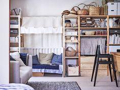 Fumie och Shun har skapat ett lustfyllt hem där tre personer bor på liten yta. Upptäck deras smarta och smakfulla lösningar i trä och textil!