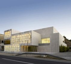 Bajo Martin County by Magen Arquitectos: Translucent Stone facade