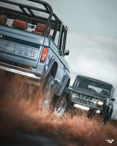 Classic Bronco, Classic Ford Broncos, Broncos Pictures, Early Bronco, Cream Aesthetic, Car Photography, Vroom Vroom, Ford Trucks, Offroad