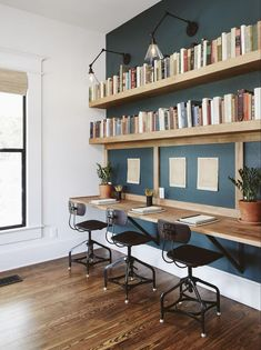 The Ramsey House from Fixer Upper home office. Beautiful bookshelves The Ramsey House from Fixer Upper home office. Mesa Home Office, Diy Office Desk, Home Office Space, Home Office Desks, Office Ideas, Kids Office, Study Office, Family Office, Office Nook