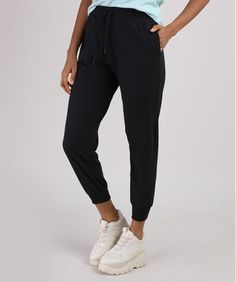 Calça Feminina Básica Jogger Cintura Alta com Cordão e Bolsos Preta - cea Sweatpants, Fashion, Women's Pants, How To Dress Cool, Mesh, Black, Lady Like, High Waist, Totes