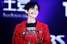 [HQ] 160618 BaekHyun at Suwon K-POP Concert ⓒlovebeam; 뷰티풀B