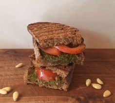 I Love Health | grilled sandwich with pesto, tomato and nuts | http://www.ilovehealth.nl