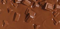 Muita gente não sabe mas dá para derreter o chocolate no micro-ondas veja como. Como derreter chocolate no micro-ondas.