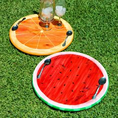 """Mark Montano: Summer Fruit Trays DIY tutorial.  Uses standard 18"""" table rounds and thin metal spoons for handles"""