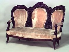 American Victorian carved triple oval back rosewood settee with beige upholstery Victorian Love Seats, Victorian Rooms, Victorian Chair, Victorian Furniture, Victorian Decor, Vintage Furniture, Furniture Decor, Antique Couch, Velvet Room