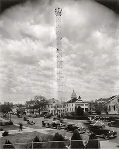 In the last decade of the nineteenth century, Austin erected 31 moonlight towers