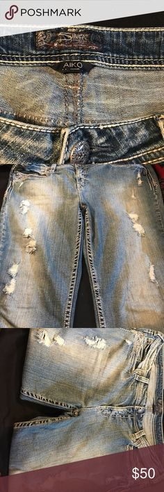 SILVER plus size. Size 20 length 31 in Excellent condition. Distressed look and very comfortable. 🚫Not included in BOGO sale 🚫 Silver Jeans Jeans