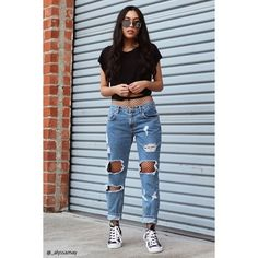 Forever21 Destroyed Boyfriend Jeans ($33) ❤ liked on Polyvore featuring jeans, denim, zipper jeans, ripped boyfriend jeans, blue boyfriend jeans, ripped jeans and distressed jeans