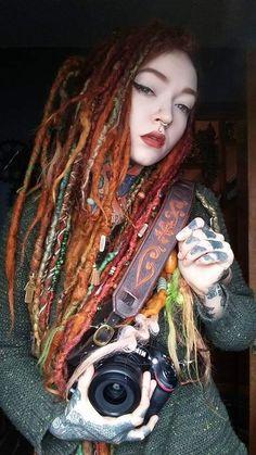 Red Dreads, Dreadlocks Girl, Beautiful Dreadlocks, Hair Again, Tattoed Girls, Aesthetic People, Osho, Dark Beauty, Hippie Style