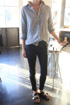 Chambray shirt + Birks (They're Back) Looks Style, Looks Cool, Style Me, Birkenstock Outfit, Birkenstock Arizona, Look Street Style, Look Fashion, Womens Fashion, Mode Inspiration