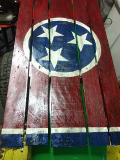 My newest addition, only took 1 week to do. Pallet Flag, Pallet Signs, Tennessee Flag, Recycled Wood, Pallets, Flags, Clever, Projects To Try, Recycling