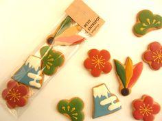 Japanese New Year Cookies Fish Cookies, Flower Cookies, Cute Cookies, Cupcake Cookies, Sugar Cookies, Japanese Cookies, Japanese Pastries, Japanese Sweets, Sugar Cookie Frosting