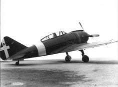 Oggi 20.02 vogliamo parlarvi dell'aereo Reggiane Re.2002 Ariete, un monoplano monomotore italiano sviluppato durante la seconda guerra mondiale. Venne impiegato dalla Regia Aeronautica, per poco più di un anno e trovò anche un limitato impiego con la Luftwaffe che lo utilizzò in operazioni contro la resistenza francese. Tra tutti i velivoli della Reggiane fu quello prodotto nel maggior numero di esemplari. Il primo prototipo del Re.2002, volò nell'ottobre 1940.