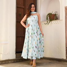 Indian Gowns Dresses, Indian Fashion Dresses, Indian Designer Outfits, Indian Outfits, Indian Clothes, Simple Kurti Designs, Kurta Designs Women, Fancy Dress Design, Stylish Dress Designs