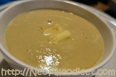 Paleo soep met boter, kaas en melk