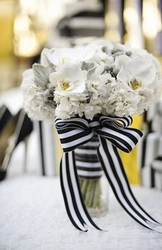 Tie on a Black Wedding | White bouquet With black and white ribbon
