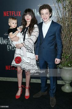 Actors Presley Smith, Malina Weissman and Louis Hynes attends NETFLIX Presents the World Premiere of Lemony Snicket's 'A Series of Unfortunate Events' at AMC Lincoln Square Theater on January 2017 in New York City. Baudelaire Children, Les Orphelins Baudelaire, Netflix Tv Shows, Netflix Series, Best Series, Tv Series, A Series Of Unfortunate Events Quotes, Lemony Snicket Series, Presley Smith