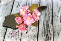 Веточка цветущего миндаля