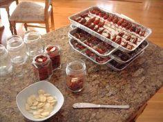 Sušené ovoce ✅ obsahuje stejné množství minerálů jako čerstvé. ✅ Když z plodů odstraníte vodu, vyhnete se plísním a bakteriím ✅, které by mohly ovoce a zeleninu při jiném skladování napadnout. Více na Rehabilitace.info. Bob Marley, Waffles, Breakfast, Food, Morning Coffee, Eten, Waffle, Meals, Morning Breakfast