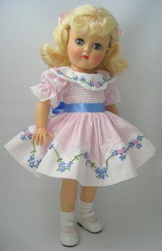 dolls glass Click visit link above for more info - Caring For Your Collectable Dolls. dolls for 7 year old girls talking Old Dolls, Antique Dolls, Vintage Dolls, Doll Dress Patterns, Pink Patterns, Pretty Dolls, Beautiful Dolls, Girl Dolls, Baby Dolls