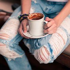 Pra esquentar o corpo: chocolate quente. Pra esquentar o coração: esse jeans maravilhoso. #youcom #youcomstyle #chocolate #youcomjeans --------------------------------------- Compre online: Calça: 06.03.0067