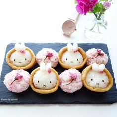 Bunnies and cherry blossoms Kawaii Bento, Cute Bento, Cute Snacks, Cute Food, Japanese Snacks, Japanese Food, Food Crafts, Diy Food, Sushi Art