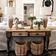 Decor Home Living Room, Table Lamps For Bedroom, Home Organisation, Ceramic Table Lamps, French Country Decorating, Vintage Home Decor, Room Ideas, Decor Ideas, Decorating Ideas