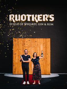 Dann öffnen sich unsere Pforten und schließen nie wieder. Gin, Whiskey, David, Movies, Movie Posters, House, Whisky, Film Poster, Films