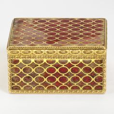 Snuffbox, Claude Lissonet, 1753-4, Paris, museum no. 265-1878   The Victoria and Albert Museum, London. Bequeathed by George Mitchell Antique Boxes, Antique Clocks, Red Contrast Color, Pretty Box, Gold Box, Sewing Box, Vintage Box, Little Boxes, Casket