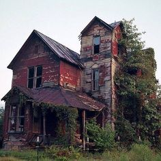 11 Creepy Houses In West Virginia That Could Be Haunted : Long Abandoned House That Sits On The Banks Of The Elk River Abandoned Mansion For Sale, Abandoned Farm Houses, Old Abandoned Buildings, Old Farm Houses, Abandoned Castles, Abandoned Mansions, Old Buildings, Abandoned Places, Mansion Homes