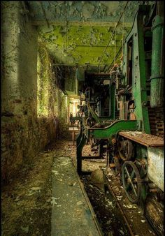 Photos of amazing abandoned places and ruins. Photos of amazing abandoned places and ruins. Abandoned Buildings, Abandoned Mansions, Old Buildings, Abandoned Places, Abandoned Castles, Beautiful Ruins, Beautiful Places, Famous Castles, Haunted Places