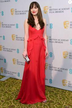 Dakota Johnson, habillée d'une robe Christian Dior - 69e cérémonie des British Academy Film Awards (BAFTA) à Londres, le 14 février 2016.