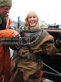 Diving Helmet, Diving Suit, Scuba Diving, Scuba Girl, Full Face Mask, Vintage Ladies, Beautiful Women, Suits, Water