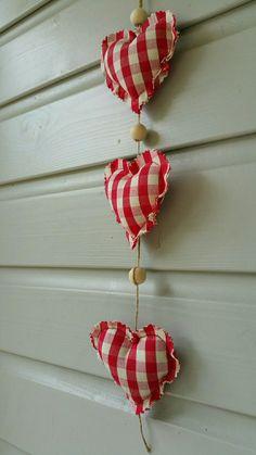 Guirlande coeurs en tissus rouge à carreaux : Accessoires de maison par lestresorsdisa68
